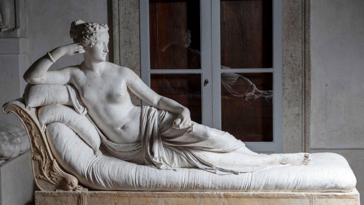 Paulina Bonaparte with broken toe