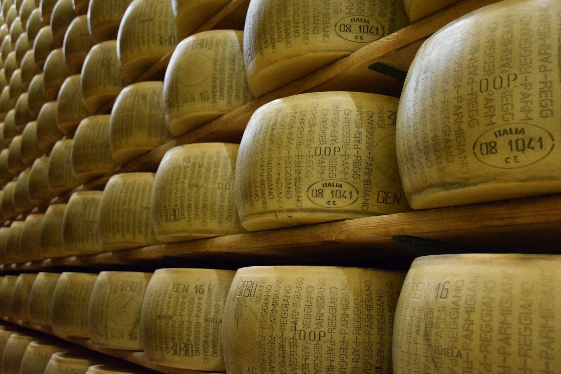 parmigiano-reggiano-1574185_1920
